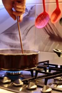 Przygotowania sosu bolognese