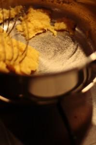 Przygotowanie beszamelu do lazanii - zasmażka