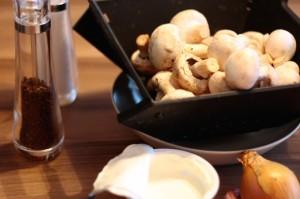 składniki do sosu pieczarkowego