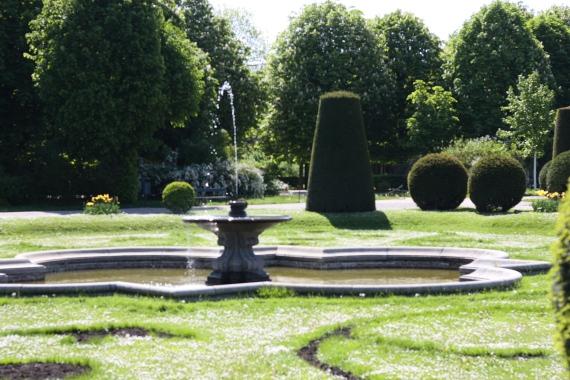 Mała fontanna w ogrodach Schönbrunn