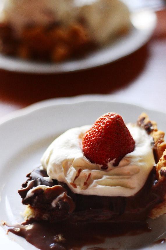 Tarta czekoladowa podana w kawiarni Lalka w Wiśle